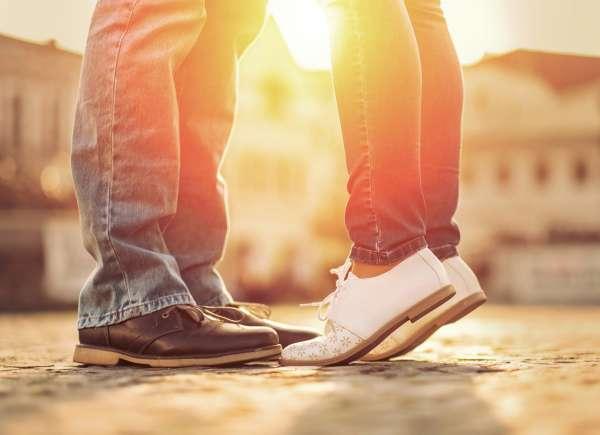 pareja amándose